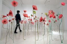 Pavots by Jannick Deslauriers, art installation of textile flowers #textile_art #flowers
