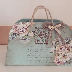 Diy Art Projects, Projects To Try, Scrapbook Cards, Scrapbooking, Decoupage Paper, Vintage Bags, Painting On Wood, Altered Art, Special Gifts