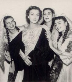 The beautiful singer, Maria Tanase, with friends History Page, Bucharest Romania, Folk Fashion, Folk Costume, Vintage Photographs, Historical Photos, Old Photos, Amazing Photography, The Past