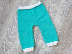 DIY-Anleitung: Das erste Babyoutfit: Kuschelhose via DaWanda.com Baby Outfits, Sweatpants, Fashion, Knitting Machine, Pants, Tejidos, Free Knitting, Cuddling, Handarbeit