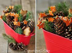 DIY Orange Peel Garland for a Decorative Centerpiece! Noel Christmas, Christmas Design, All Things Christmas, Winter Christmas, Christmas Themes, Holiday Crafts, Christmas Decorations, Xmas, Christmas Arrangements