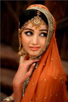 Beautiful South Asian Bride Desi Indian bride dulhan make up lehenga Pakistani Bridal Dresses, Indian Dresses, Indian Outfits, Wedding Dresses, Desi Bride, Desi Wedding, Hena, South Asian Bride, Asian Bridal