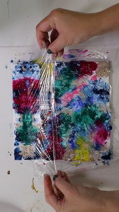 Fluid Art Tutorial by Olga Soby from Smart Ar… Acrylic Pour – Paint Kiss Feather. Fluid Art Tutorial by Olga Soby from Smart Art Materials. Check out full video forCreating Acrylic Pour Feather with Traveling Paint Kiss Technique. Acrylic Pouring Art, Diy Canvas Art, Balloon Painting, Tape Painting, Pour Painting, Abstract Painting Ideas On Canvas, Abstract Acrylic Paintings, Acrylic Art Paintings, Easy Abstract Art