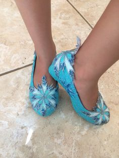 Elsa from the movie Frozen inspires these shoes. Snowflakes are hand drawn by me on fabric. I piped the snowflakes with dimensional fabric