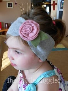 The Little Giggler: Knit Rose Tutorial.  This headband is so quick and easy to make!!