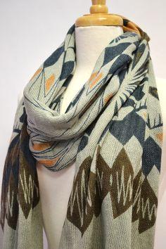 Azteekse Tribal westerse geometrische Print sjaal breien, sjaal, gebreide Wrap, Abstract breed Unisex sjaal, Wrap, omslagdoek, vesten, Womens, Aztec sjaal door AnytimeScarf op Etsy https://www.etsy.com/nl/listing/111078561/azteekse-tribal-westerse-geometrische