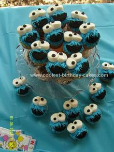 cookie monster cupcakes w/ oreo mouth and marshmallow eyes