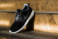 Nike Roshe Run Black/Grey: January 2014 will mark the release of the latest batch of Nike Roshe Runs including this clean Cool Nike Shoes, Cool Nikes, Nike Shoes Outlet, Cute Shoes, Jordan 11, Jordan Retro, Nike Air Force, Nike Air Max, Nike Roshe Run Black