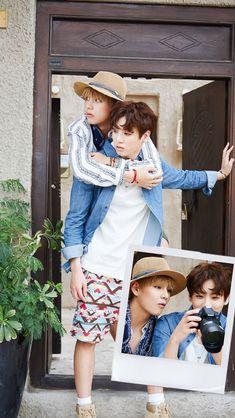 BTS is going on tour and Taehyung finally confessed his love to Jungkook. Jungkook Jimin, Bts Taehyung, Bts Bangtan Boy, Bts Boys, Namjoon, Taekook, Bts Photo, Foto Bts, Rap Monster