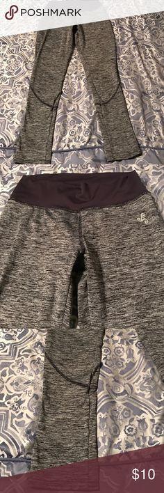 Gray workout leggings Size M 3/4 length leggings biza Pants Leggings