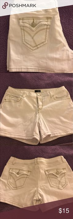 New W/O tags cute white Jean shorts Cute for summer to show off your tan 98% cotton 2% spandex New Approach Shorts Jean Shorts