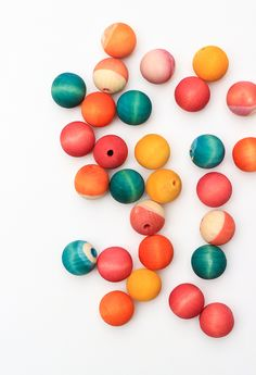 Learn how to dye wooden beads in just a few easy steps! Perfect for making that one of a kind necklace or craft project.
