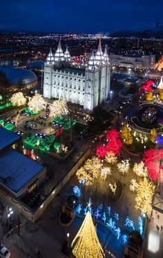 """The Mormon Tabernacle Choir sings """"O Come, All Ye Faithful. Lds Temple Pictures, Lds Pictures, Pictures Of Christ, Church Pictures, Mormon Tabernacle, Tabernacle Choir, Utah Temples, Lds Temples, Ancient Greek Architecture"""
