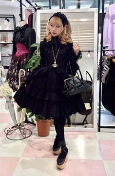 """Good coords thread - """"/cgl/ - Cosplay & EGL"""" is imageboard for the discussion of cosplay, elegant gothic lolita (EGL), and anime conventions. Alternative Outfits, Alternative Fashion, Pretty Outfits, Cute Outfits, Gothic Lolita Fashion, Harajuku Fashion, Lolita Dress, Japanese Fashion, Punk"""