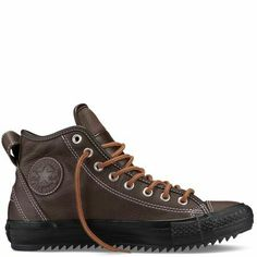 Chuck Taylor Hollis Thinsulate Boot Nice combination of classic sneaker and boot. (Converse new millennium) e-c-n Converse Shoes, Men's Shoes, Shoe Boots, Estilo Vans, Vetements Shoes, Look Fashion, Mens Fashion, Classic Sneakers, Boy Fashion