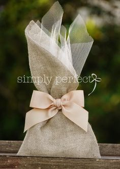Μπομπονιέρες Γάμου-Wedding favors Wedding Favor Bags, Wedding Boxes, Wedding Crafts, Diy Wedding, Burlap Bags, Lavender Bags, Baby Shower Parties, Gift Bags, Gift Wrapping