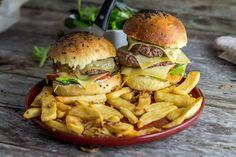 Si vous aimez les burger vous allez adorer celui-là. Un burger bacon, comté et confit d'échalotes histoire de bien débuter le week-end!