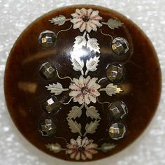 18th or 19th century American or European button from the collection of the Metropolitan Museum of Art