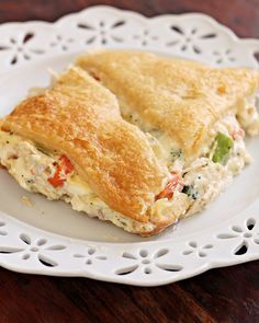 Jam Hands: Creamy Chicken Crescent Bake A simple and easy comforting chicken dinner. Canned crescent rolls make this easy and quick to put together. Creamy Chicken Crescent Bake Make… Top Recipes, Gourmet Recipes, Baking Recipes, Healthy Recipes, Family Recipes, Fast Recipes, Healthy Baking, Copycat Recipes, Healthy Foods
