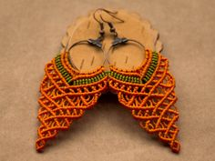 Hey, I found this really awesome Etsy listing at https://www.etsy.com/es/listing/180400691/orange-grape-shaped-macrame-earrings