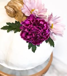I will forever try to convince everyone to add flowers to their cakes🌺 Cupcake, Chelsea, Cakes, Flowers, Instagram, Cake Makers, Cupcakes, Kuchen, Cupcake Cakes