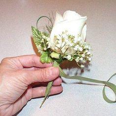 DIY boutonnieres : DIY Wedding Flowers : DIY Make Corsages