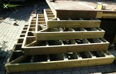 Partial wrap around deck for back yrd