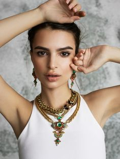 Emily Ratajkowski with amazing jewels. Loved & pinned by http://www.shivohamyoga.nl/ #yoga #mala #jewelry