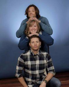 "Jared's face & Jensen's like ""Do not mess up my hair""    (Megon Rafferty Preissig photo op)"