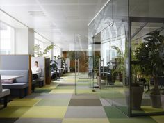 a greenhouse style meeting room in the offices - JWT Amsterdam by Alrik Koudenburg and RJW Elsinga - News - Frameweb