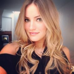 iJustine, i really like her hair here