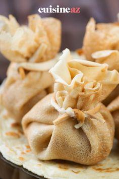 Une recette de crêpes sucrées pour la Chandeleur : des aumônières de crêpe surprises à la frangipane. #recette#cuisine#aumonieres#patisserie #frangipane #chandeleur #crepes #crepe Snack Recipes, Snacks, Scones, Pancakes, Chips, Food, Sweet Pancake Recipe, Pancake Day, Waffles