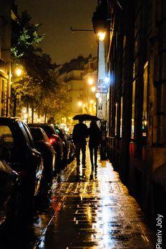 Paris in the rain Night Aesthetic, City Aesthetic, Travel Aesthetic, Rain Photography, Street Photography, Landscape Photography, Night Rain, Rainy Night, Rainy Days