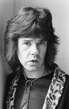 Gary Moore 27 mar 1979 session photos for Daily Mirror by Peter Stone Rock N Roll Music, Rock And Roll, Bill Brandt Photography, Gary Moore, Thin Lizzy, Blues Artists, Female Guitarist, Rock Legends, Blues Rock