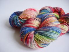 Lakeside's handpainted yarns - every skein is unique    *Giulia*      Hand painted with professional acid dyes (Ashford), fingering sock yarn (Trekkin