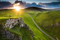 Fields: Winnats Pass Derbyshire Jampho Starburst Peak District Landscape Photography Sunrise Hills Sun Rays Grass Blue Sky Roads Yellow Beautiful England Clouds Limestone Pinnacles Green Wallpaper Pictures Free for HD High Definition W The Places Youll Go, Places To See, Places In England, Destinations, Paris Match, British Countryside, Destination Voyage, Peak District, Beautiful Landscapes