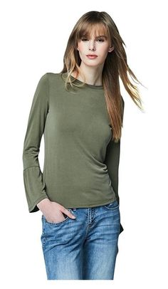 fa6931bace867 Amazon.com  Aeropostale Women s Cape Juby Bell Sleeve Top Xs Tunisian  Olive  Clothing