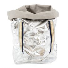 carry two metallic Metallic Bag, Metallic Paper, Silver Paper, Herb Pots, Carry On Bag, Shoulder Bag, My Style, How To Wear, Accessories