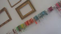 Des bracelets de couleurs dans un décor ultra personnel pour mieux vous recevoir