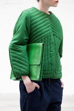 jaqueta matelassada com linhas interessantes e modelagem atualizadona <3