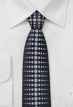 Corbata estrecha negro gris lunares http://www.corbata.org/corbata-estrecha-negro-gris-lunares-p-14545.html