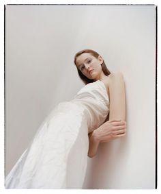Benjamin Vnuk is a swedish photographer living in Paris, France. Fashion Photography Poses, Fashion Photography Inspiration, Fashion Poses, Photoshoot Inspiration, Creative Photography, Editorial Photography, Portrait Photography, Modeling Photography, Fashion Portraits