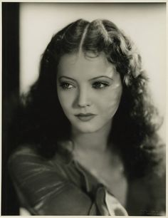 Silver screen actress Sylvia Sidney (pulling off a deep center part very, very well). #vintage #actress #hair