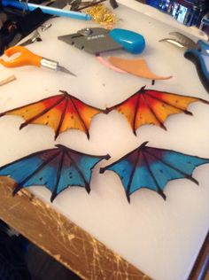 Dragon wings made of leather Deathly Hallows Tattoo, Leather Craft, Triangle, Wings, Tattoos, Dragons, How To Make, Crafts, Craft Ideas