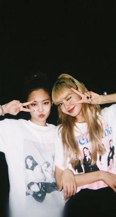 Lisa and Jennie ❤️❤️❤️ Divas, Kim Jennie, South Korean Girls, Korean Girl Groups, Blackpink Members, Best Photo Poses, Lisa Blackpink Wallpaper, Black Pink Kpop, Blackpink Photos