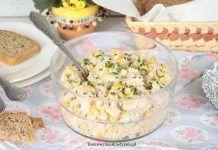 sałatka z tuńczykiem, ryżem i kukurydzą