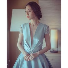 Angelababy looking gorgeous in a Cinderella inspired gown. Beautiful Asian Women, Beautiful People, Prity Girl, Angelababy, Photo Instagram, Looking Gorgeous, Asian Fashion, Asian Woman, Girl Photos