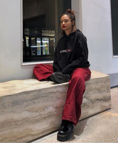 Casual Outfits One aspect of fashion that most people tend to ignore, is their personal comfort. Keeping up with trends includes wearing certain style. Fashion Killa, Look Fashion, 90s Fashion, Fashion Outfits, Womens Fashion, Fashion Trends, Thrift Fashion, Classy Fashion, Winter Fashion
