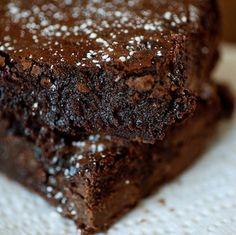 Τα πιο αφράτα και «κολασμένα» brownies με μερέντα που έχετε δοκιμάσει ποτέ