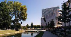 Breuninger in Dusseldorf #dusseldorf #breuninger #lovely #rich #luxury #park #pond #trees #building #shoppingmall #sun